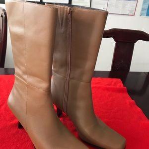 Hilliard and Hanson heels boots